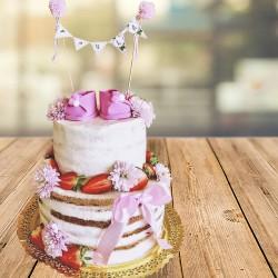 Naked cake modelo con patuquitos